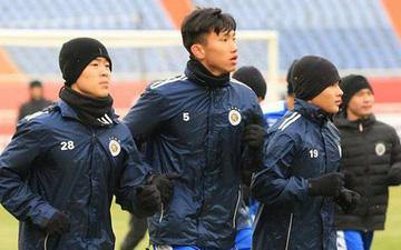 Trời lạnh cóng, Quang Hải, Văn Hậu, Duy Mạnh cùng đồng đội co ro luyện công hướng đến chiến tích lịch sử trên đất Trung Quốc