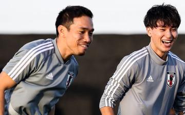 Mỹ nam Minamino Takumi và Bassam Hisham cười thả ga trước thềm chung kết Asian Cup 2019