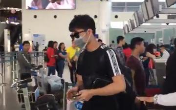 Xuân Trường bịt khẩu trang ở sân bay khi lên đường sang Thái Lan