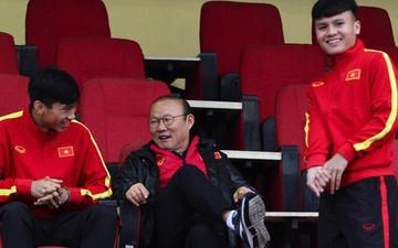 """Quang Hải, Văn Hậu làm """"quân sư"""" cho HLV Park Hang-seo ở trận đấu với U23 Đài Loan"""
