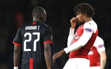 Sau va chạm, sao trẻ Arsenal bịt mũi chê đối thủ hôi miệng