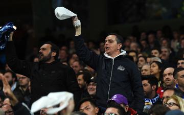Biến căng tại Tây Ban Nha: Fan Real bao vây sân vận động, đòi chủ tịch từ chức, sa thải HLV và mang Ronaldo trở lại
