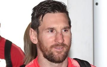 Messi tươi cười trở về Tây Ban Nha sau chiến thắng vất vả trước MU