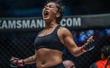"""Nữ võ sĩ gốc Việt Bi Nguyễn bật khóc, hô vang """"Việt Nam"""" sau khi giành chiến thắng lịch sử tại giải MMA lớn nhất châu Á"""