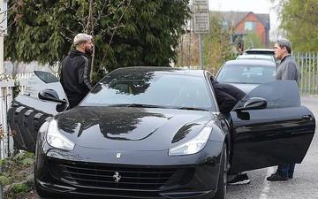 Sao Manchester City buồn bã lái siêu xe đi ăn trưa sau khi bị loại khỏi Champions League