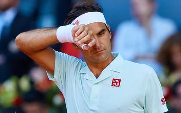 """Sau màn """"chết hụt"""", Federer lại để vuột 2 cơ hội vàng và lỡ đại chiến Djokovic ở bán kết Madrid Open"""