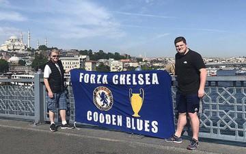 """Choáng với chuyến đi """"khác người"""" của cặp cha con fan bóng đá để xem trận chung kết cúp châu Âu"""
