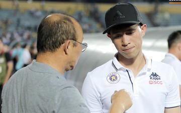 Được thầy Park an ủi, Đình Trọng vẫn buồn thiu khi đội nhà để thua đầy thất vọng