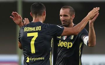 Huyền thoại Juventus ca ngợi Cristiano Ronaldo là một vị thần trong bóng đá
