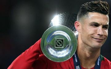 Biểu cảm hài hước của Ronaldo sau khi cùng đồng đội tuyển Bồ Đào Nha làm nên lịch sử ở UEFA Nations League