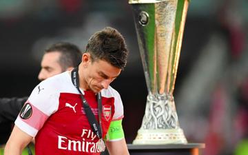 Theo bước Neymar, đội trưởng Arsenal bỏ tour du đấu để đòi dứt áo ra đi