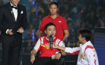 Câu chuyện cảm động xung quanh anh chàng CĐV khuyết tật được lên sân khấu đại diện cho Việt Nam so tài cùng những streamer hàng đầu thế giới