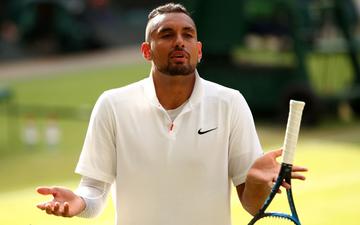 """Lại là """"gã trai hư"""" Kyrgios tạo drama ở Wimbledon: Thừa nhận cố tình đánh bóng mạnh vào ngực Nadal"""
