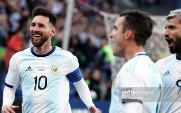"""Messi trao """"bùa may mắn"""" cho đàn em và ngay lập tức điều tốt lành xảy ra"""