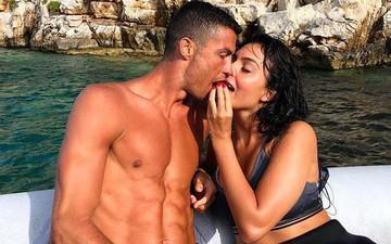 Số hưởng nhất phải là Ronaldo: Thoải mái nằm vuốt mèo xem bóng đá, lại còn được bạn gái xinh đẹp chăm sóc đặc biệt