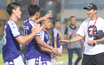 Đoàn Văn Hậu xuống sân chia vui và cảm ơn hành động đẹp của đồng đội tại Hà Nội FC