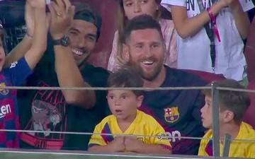 Messi phấn khích ra mặt khi chứng kiến người đóng thế mình lập cú đúp giải cứu Barca