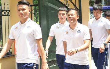 Cầu thủ CLB Hà Nội đến bệnh viện thăm hỏi CĐV bị bỏng nặng trúng pháo