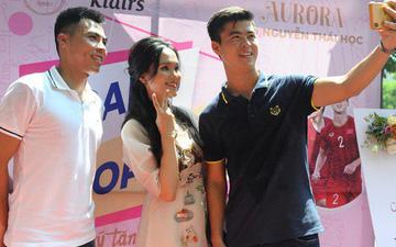 Dàn tuyển thủ điển trai dự lễ khai trương cửa hàng mới của bạn gái Duy Mạnh và vợ đội trưởng Văn Quyết