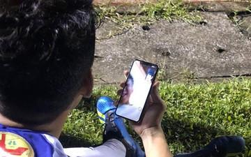 Thành Chung gọi điện khoe chức vô địch với Văn Hậu đang ở Hà Lan xa xôi