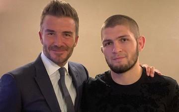"""Đứng cạnh """"người đàn ông đáng sợ nhất thế giới"""", biểu cảm của Beckham lập tức bị soi và các fan đã tìm ra điều hài hước này"""