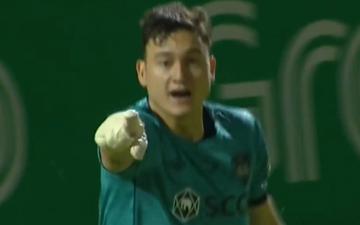 Văn Lâm xuất sắc cản phá phạt đền giúp Muangthong United giành chiến thắng kịch tính