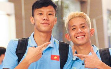 Hải Quế, Hồng Duy check-in nhí nhảnh tại khách sạn sau trận đấu căng thẳng với Thái Lan