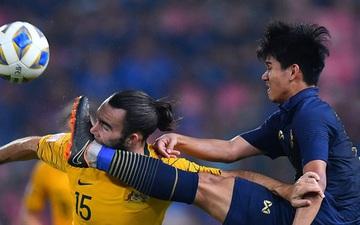 """Lỡ chân sút trúng mồm tiền đạo đội bạn, U23 Thái Lan khiến """"con quái thú"""" thức tỉnh rồi nhận cái kết không thể đắng hơn"""