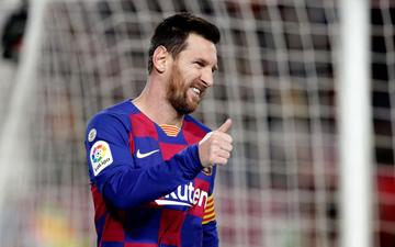 """Mừng thầy mới ra mắt, Messi """"tặng"""" ngay bàn thắng bằng vàng giúp Barcelona đòi lại ngôi đầu từ tay Real Madrid"""