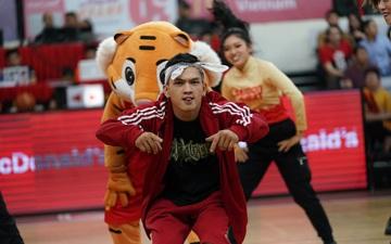 Chàng trai BBoy đoạt huy chương bạc SEA Games 30 khuấy động các khán đài sân CIS trong ngày ra quân của Saigon Heat