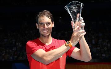 Không tay vợt nào hạnh phúc hơn Nadal hôm nay: Vừa tỏa sáng giúp Tây Ban Nha vào tứ kết ATP Cup, lại ẵm thêm chiếc cúp danh giá