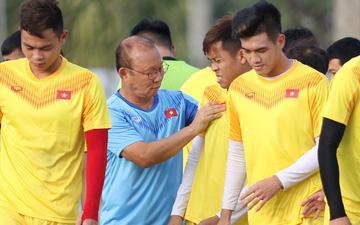 Thầy Park phô diễn kỹ thuật đi bóng khiến cả đội U23 Việt Nam trầm trồ