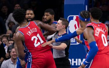 Joel Embiid và Marcus Morris biến Wells Fargo Center thành võ đài trong chiến thắng của Philadelphia 76ers