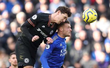 """Thủ môn dự bị của Chelsea từ người hùng thành tội đồ, top 4 Ngoại hạng Anh như có """"ma ám"""""""