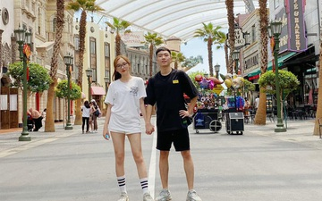 Team Flash du hí tại Singapore nhưng bất ngờ nhất là XB chính thức công khai bạn gái cực xinh
