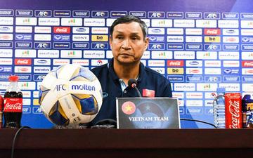 """HLV Mai Đức Chung khẳng định tuyển nữ Việt Nam không buông xuôi: """"Mình từng thua Australia 9 bàn cơ mà, 0-5 là bình thường"""""""