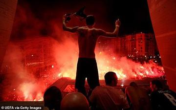 Hàng ngàn fan PSG tụ tập quẩy cực sung như thể đội nhà vừa vô địch Champions League trong lúc chính phủ khuyến cáo không ra đường vì lo ngại COVID-19 lây lan