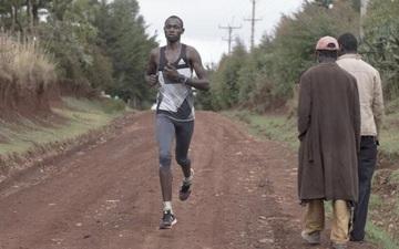 Ở Kenya, người ta đã biến những cậu bé nghèo khổ thành huyền thoại điền kinh như thế nào?