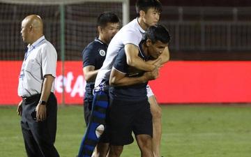 """HLV từng dự World Cup chỉ ra """"những thiếu sót"""" của bóng đá Việt Nam sau khi Duy Mạnh chấn thương nặng"""