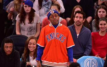 """Lý do bất ngờ đằng sau việc biến New York Knicks và """"fan cứng"""" Spike Lee trở mặt thành thù"""
