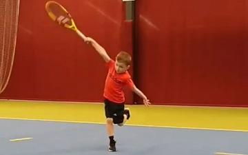 Cậu nhóc 6 tuổi gây sốt với cú trái 1 tay pro như Federer: Tìm ra truyền nhân của huyền thoại vĩ đại nhất làng banh nỉ đây rồi!