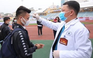 Quang Hải, Đình Trọng phải đo thân nhiệt và rửa tay khi đến sân so tài với Nam Định FC tại V.League 2020