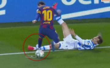 Messi may mắn thoát thẻ đỏ sau pha đạp gầm giày như triệt hạ đối thủ