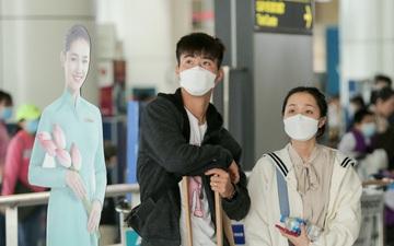 Quỳnh Anh tiễn Duy Mạnh sang Singapore khám chấn thương, gặp sự cố ngay khi đặt chân đến sân bay