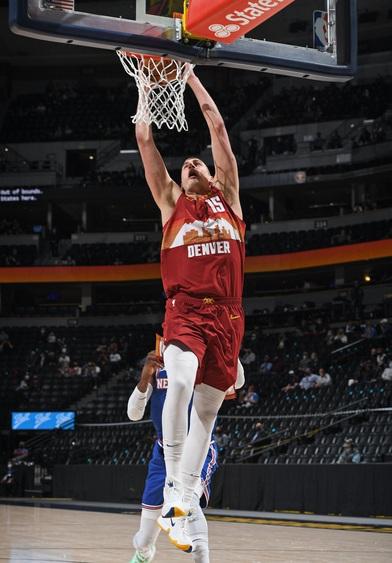 """Trong ngày Nikola Jokic úp rổ liên tục, Denver Nuggets """"thắng nhàn"""" New York Knicks"""