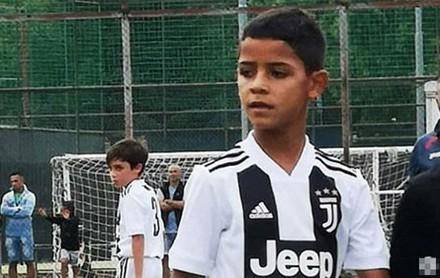Hổ phụ sinh hổ tử: Con trai trưởng nhà Ronaldo tiếp tục càn quét giải nhi đồng với 2 bàn cho đội U9 Juventus