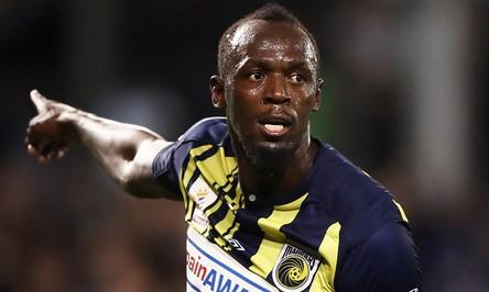 """""""Tia chớp đen"""" Usain Bolt chính thức từ bỏ giấc mơ trở thành cầu thủ bóng đá"""