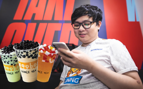 Hạ gục TOP Esports, SofM được đàn anh khao trà sữa trọn đời