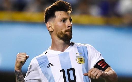 Messi lập hat-trick, Argentina khởi động World Cup bằng chiến thắng 4 sao