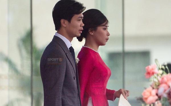 Trực tiếp đám cưới Công Phượng - Viên Minh tại Nghệ An: Chú rể cùng cô dâu hạnh phúc bước vào lễ đường